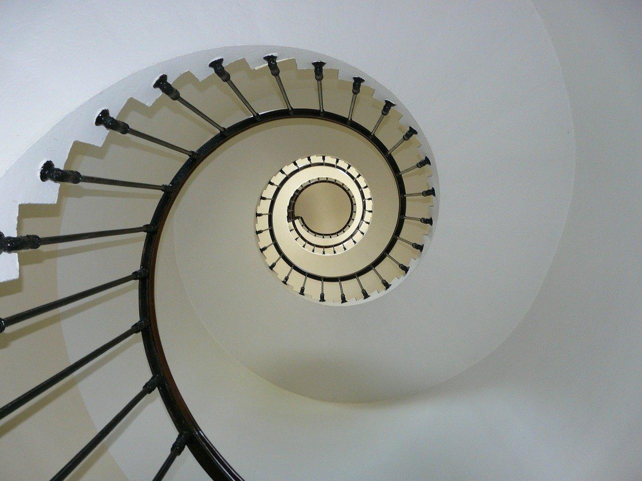 Wie man Treppen reinigt – Tipps zur Treppenhausreinigung
